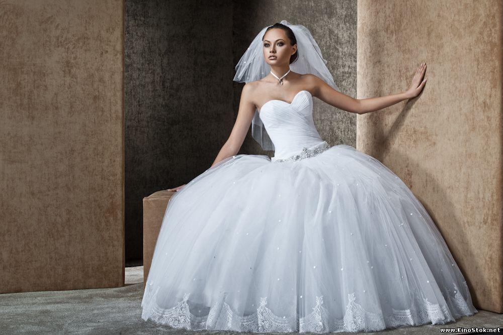 свадебные платья, бижутерия, макияж